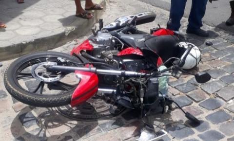Vendedor de lanches quebra moto de cliente por dívida de 12 reais em Jacobina