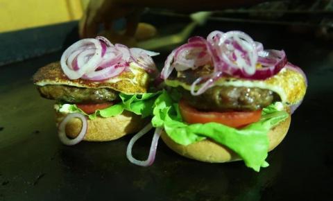 Hambúrguer de cordeiro é lançado na Feira Baiana de Agricultura Familiar