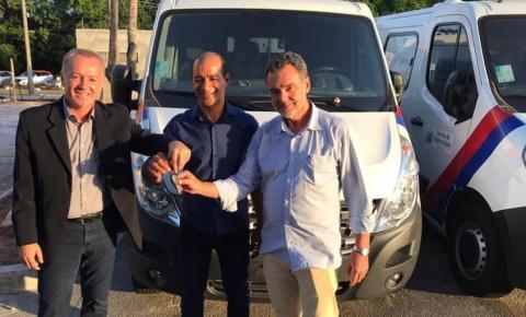 Serrolândia recebe nova ambulância tipo van