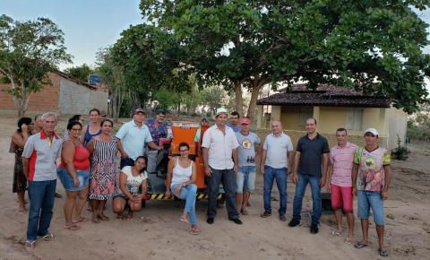 Vereador Beá faz entrega de máquina forrageira a Associação de Saracura