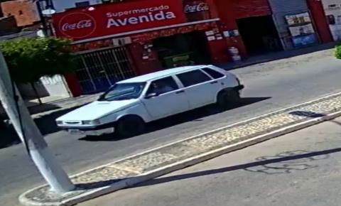 Carro é roubado na manhã deste sábado 07 em Serrolândia.