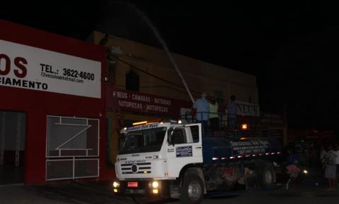 Incêndio atinge loja de pneus no bairro da Caeira, em Jacobina