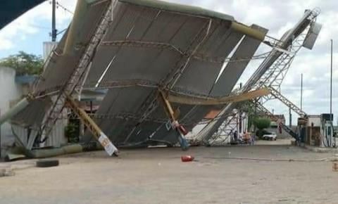 Redemoinho derruba cobertura de Posto de Combustível em Nova Fátima