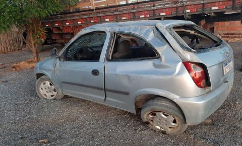 Condutor perde controle e capota carro próximo ao bairro do Arroz em Miguel Calmon