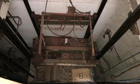 Imagem mostra elevador destruído após acidente que matou quatro calmonenses em SP
