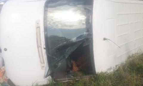 Acidente envolvendo van com passageiros de Serrolândia