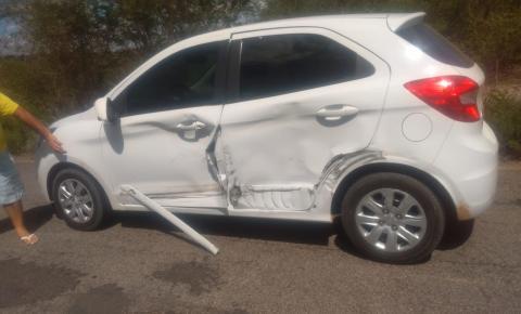 Acidente entre caminhão e carro de passeio na BA-417 em Serrolândia