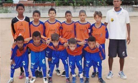 Escolinha de futebol Primeiro Passo, um celeiro de revelações
