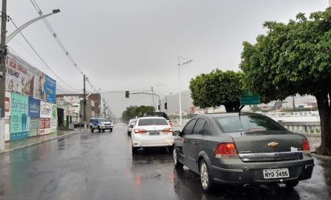 Chuva forte gera pontos de alagamentos em Jacobina; veja vídeo