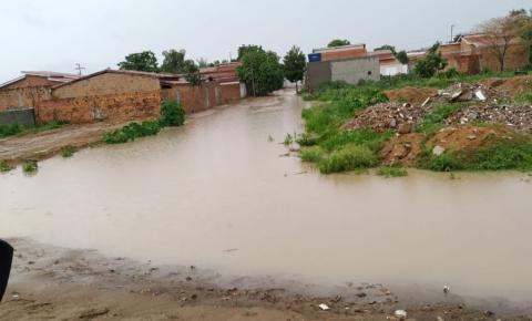 Boa tarde de chuva em Serrolândia neste domingo 26