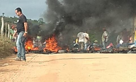 Protesto contra a Embasa acontece no Angico de Mairi