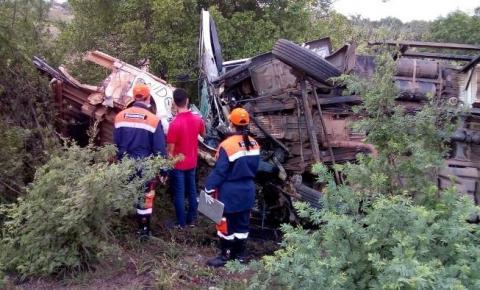 Jacobinense morre em acidente entre carro de funerária e caminhão em Riachão do Jacuípe