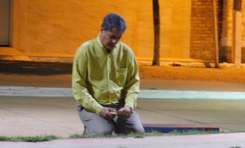 Líderes religiosos realizam momento de oração pedindo a Deus pelos serrolandenes