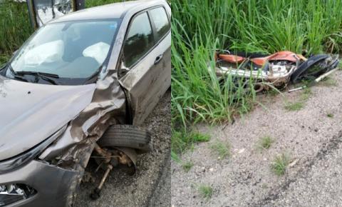 Homem morre ao colidir moto com carro na BR 324