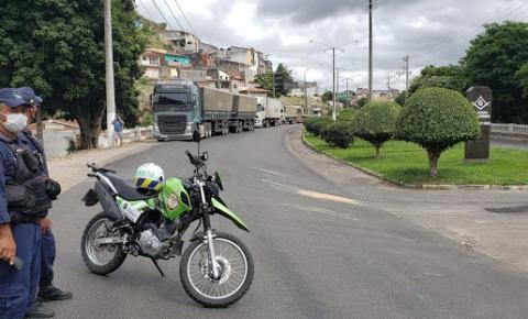 Acidente interrompe passagem de carretas na saída de Jacobina, sentido Salvador