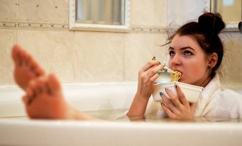 Como lidar com a fome e a vontade incontrolável por doces na TPM?