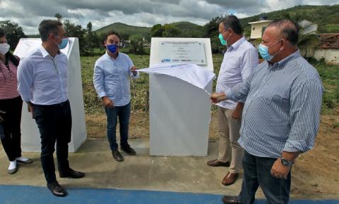 Governo do Estado entrega obra de rodovia e novo gramado sintético em estádio de Miguel Calmon