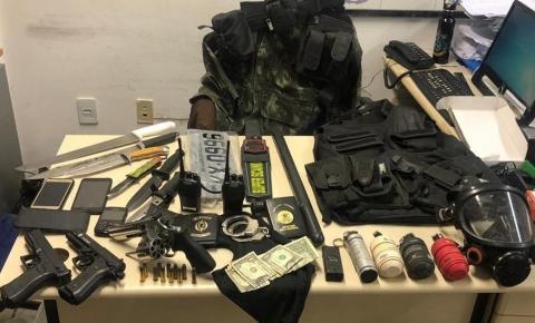 Homem com passagem na polícia por sequestro é preso com granadas e armas na região metropolitana de Salvador