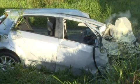 Motorista de carro morre em rodovia da BA após atingir cavalo, ir para contramão e bater com caminhão