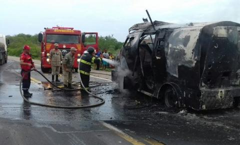 Bandidos explodem carro-forte e levam R$1,5 milhão no Sertão de PE