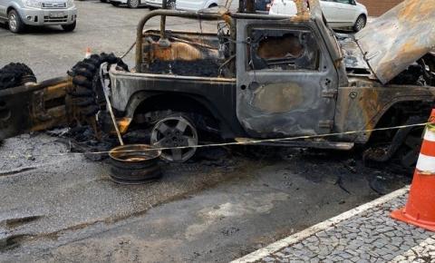 Homem coloca fogo em carro na Pituba; veículo não tinha seguro