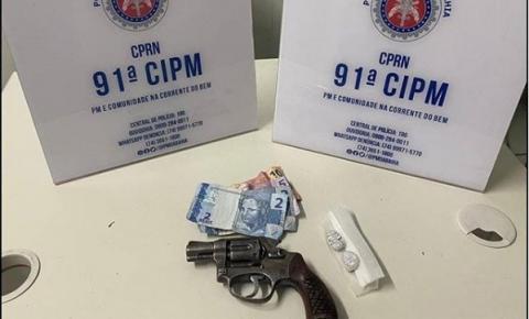 POLICIA MILITAR APREENDE ARMA E DROGAS EM SERROLÂNDIA