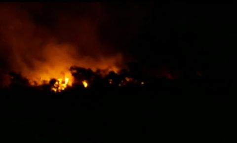 Incêndio atinge área de povoado da zona rural de Caetité, no sudoeste da Bahia