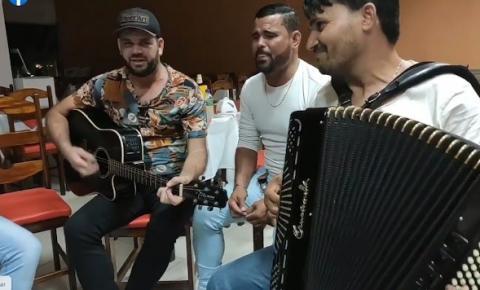 Artistas gravam música para homenagear o sanfoneiro Jeovane Souza, assassinado no município de Quixabeira