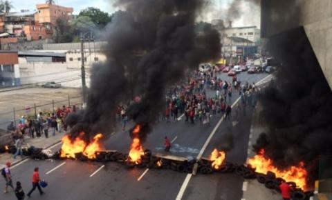 MTST e sindicatos protestam contra PEC do Teto e bloqueiam rodovias