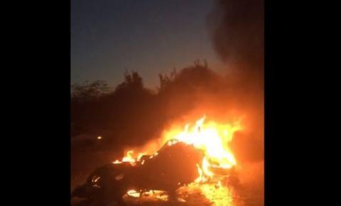Mulher morre após moto bater em carro e pegar fogo durante carreata política em Conceição do Coité