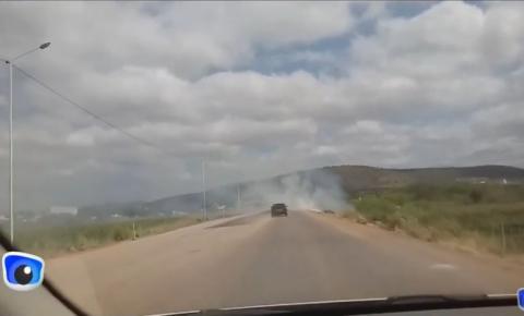 Fogo e fumaça dificulta visibilidade de condutores na BR 324, entre Jacobina II e Catuaba