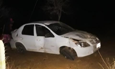 Condutor Prisma capota em Caatinga do Moura de Jacobina