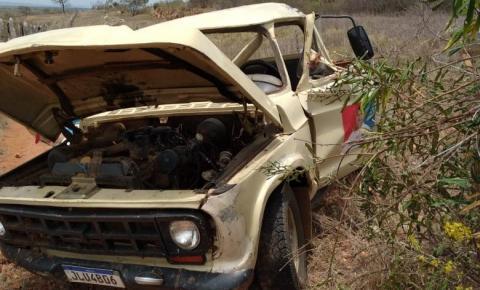 Condutor de caminhonete sofre acidente na BR 324, entre Jacobina e Ourolândia