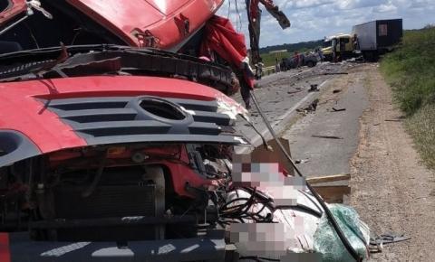 Serrolandense morre após colisão frontal envolvendo caminhão e carreta na BR 116/Norte