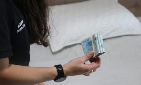 Suspeito de tráfico de drogas é preso com R$ 13 mil e porções de cocaína na Bahia