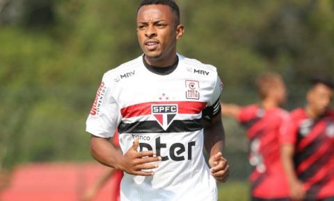Serrolandense destaque na base, lateral-esquerdo espera por chances no São Paulo de Diniz