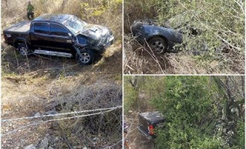 Acidente envolvendo caminhonete e Gol na BR 407 em Jaguarari