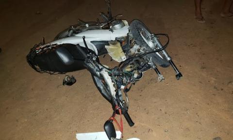 Motociclista fica ferido, ao colidir com carro