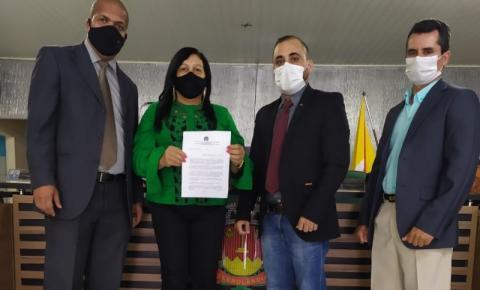 Moção de Aplausos a todas as mães do município de Serrolândia.