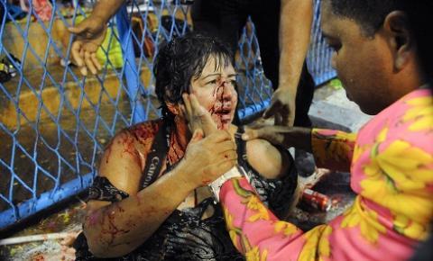 Carro alegórico desgovernado deixa ao menos 20 feridos no Sambódromo do Rio de Janeiro