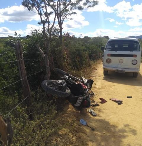 Homem morre ao colidir moto com carro na zona rural de Jacobina