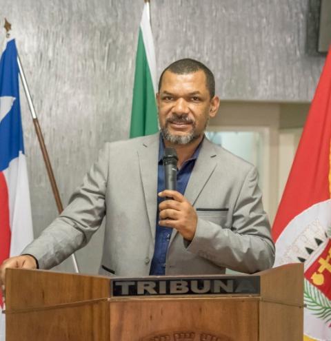 Gerente do Banco do Brasil se apresenta a vereadores e ouvintes na sessão desta sexta-feira em Serrolândia