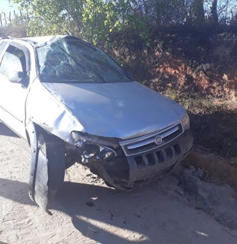 Acidente de carro na Ladeira do Duda, em Mairi