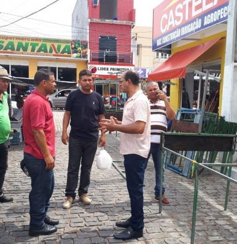 Prefeito Gonçalves busca organizar o funcionamento da feira livre deste sábado em Serrolândia