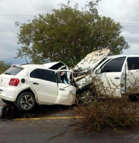 Grave acidente deixa dois mortos na BR 324