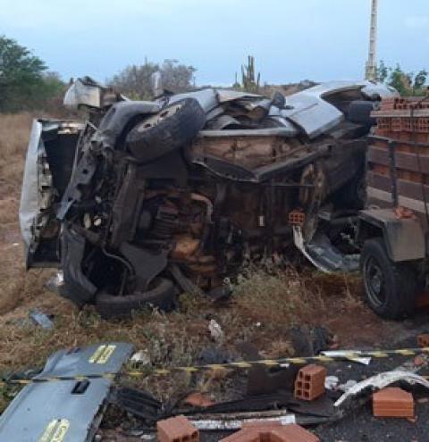 Quatro pessoas morrem em trágico acidente na BA-120