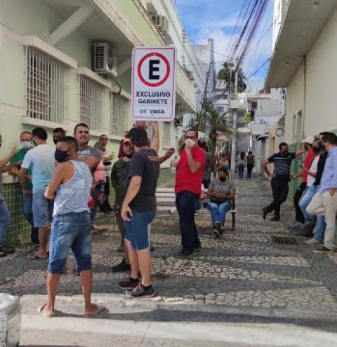 Após reunião com empresários, prefeito Tiago Dias assina decreto de fechamento total nesta terça (2)